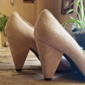 Urban Outfitters Shoes - Suede Beige Tan Heel Urban Round Toe Chunky Heel